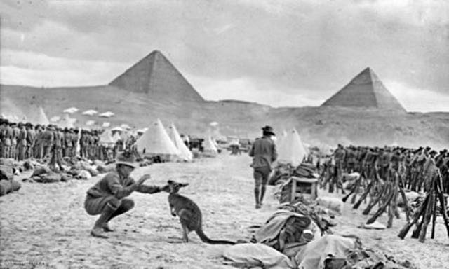 Australian_9th_and_10th_battalions_Egypt_December_1914_AWM_C02588.jpeg