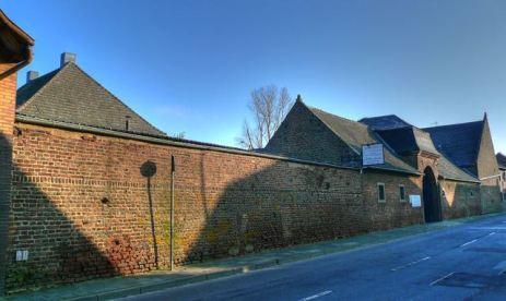 Golzheim_Stachenburg_Außenmauer
