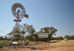 The Comet windmill at the entrance o Balranald
