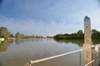 Murray River at Renmark showing the flood markers