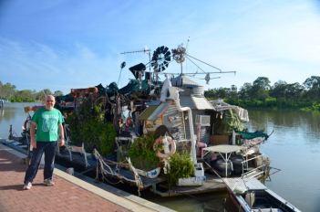 Strange houseboat at Renmark