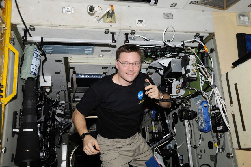 ISS-24_Doug_Wheelock_uses_ham_radio_system_1.jpg