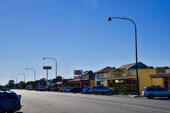 The main street of Meningie
