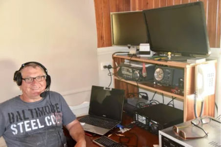 Bob VK3SX in his shack