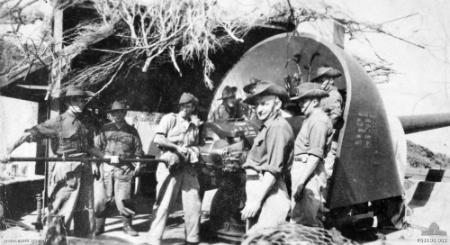 Fort_Pearce_BL_6_inch_Mk_VII_gun_&_crew_1944_AWM_P01108.002